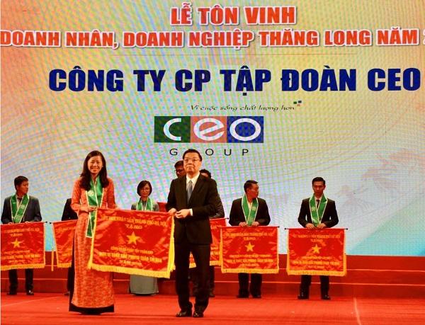 Tập đoàn CEO vinh dự nhận Cờ thi đua do UBND TP Hà Nội